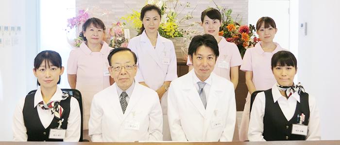青山内科・眼科クリニック スタッフ集合写真